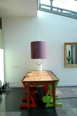eetkamer: moderne Eetkamer door TIEN+ architecten