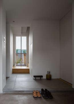 ระเบียงและโถงทางเดิน by 水野純也建築設計事務所