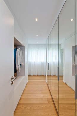 KitzlingerHaus GmbH & Co. KG: minimal tarz tarz Giyinme Odası