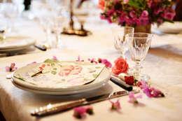 Une maison de maître dans l'Ain: Salle à manger de style de style Classique par le songe du miroir photographe