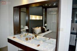 ROAS Mimarlık – Makyaj Masası - Yatak Odası: modern tarz Yatak Odası