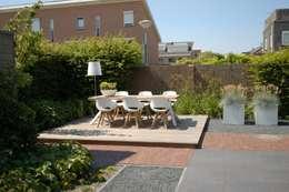 Moderne tuin in Nieuw-Vennep: moderne Tuin door Biesot