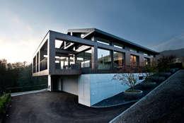 Projekty, nowoczesne Domy zaprojektowane przez SimmenGroup Holding AG