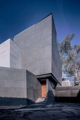 Casas de estilo minimalista por grupoarquitectura