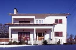 Casas de estilo moderno por Barcelona Pintores.es