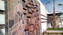 Fuente Muro lloron: Jardines de estilo moderno por Acrópolis Arquitectura