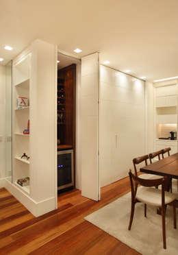 Casa 21: Adegas modernas por Estúdio Barino | Interiores