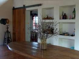 Sala de jantar: Sala de jantar  por Ronald Ingber Arquitetura