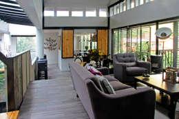 modern Living room by Iluminarq