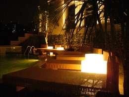 Residencia Laureles: Albercas de estilo colonial por Iluminarq