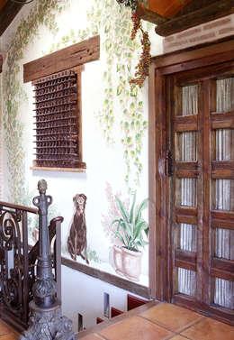 Puertas y ventanas de estilo rural por CONSOLIDACIONES Y CONTRATAS S.L