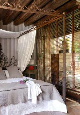 CASA DE CAMPO SOMAÉN.BARRIO ALTO, 44    CONSOLIDACIONES Y CONTRATAS S.L: Dormitorios de estilo rural de CONSOLIDACIONES Y CONTRATAS S.L