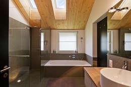 Ванные комнаты в . Автор – Giesser Architektur + Planung