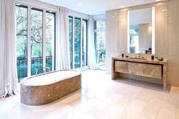 Banheiros modernos por SilvestrinDesign