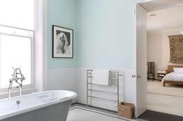 Casas de banho minimalistas por Alex Maguire Photography