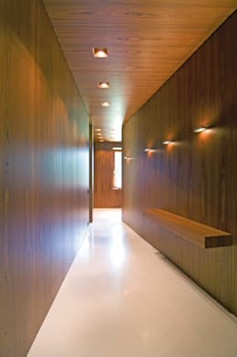 Corridor & hallway by SilvestrinDesign