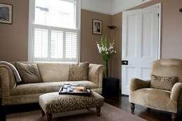Salon de style de style Classique par Etons of Bath