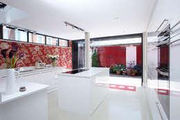 Cuisine de style de style Moderne par Etons of Bath