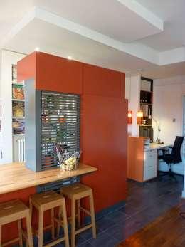 Ilot de cuisine semi-ouvert.: Cuisine de style de style Moderne par Franck VADOT Architecture
