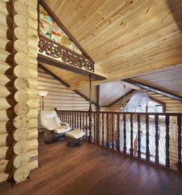 Внутренний балкон: Коридор и прихожая в . Автор – Архитектурная студия 'Солнечный дом'