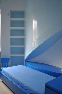 CASA FA, Caserta 2010: Camera da letto in stile in stile Moderno di x-studio