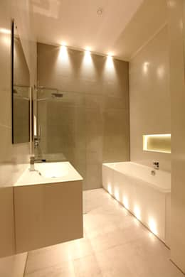 Paleis-Hof  : moderne Badkamer door Brand Olink Architecten