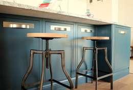 مطبخ تنفيذ LIVING INTERIORS By Contour Home Design Ltd
