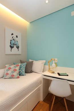 Dormitorios de estilo  por Duda Senna Arquitetura e Decoração