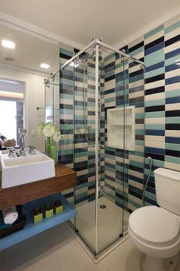 Ванные комнаты в . Автор – Duda Senna Arquitetura e Decoração
