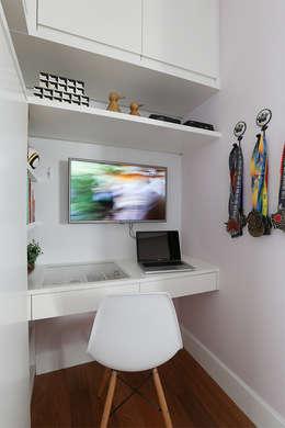 غرفة نوم تنفيذ Duda Senna Arquitetura e Decoração
