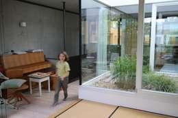 architekturbüro wezel의  실내 정원