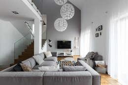 Dom w Bochni / Stabrawa.pl: styl , w kategorii Salon zaprojektowany przez www.niewformie.pl