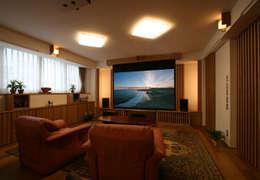 ห้องนั่งเล่น by 遠藤浩建築設計事務所 H,ENDOH  ARCHTECT  &  ASSOCIATES