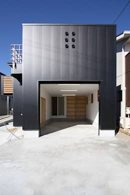 Garasi by 遠藤浩建築設計事務所 H,ENDOH  ARCHTECT  &  ASSOCIATES