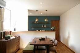 غرفة السفرة تنفيذ zuiun建築設計事務所 / 株式会社 ZUIUN