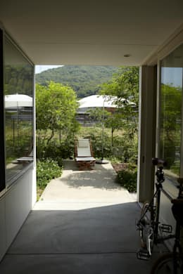 Terrazas de estilo  por nido architects 古松原敦志一級建築士事務所
