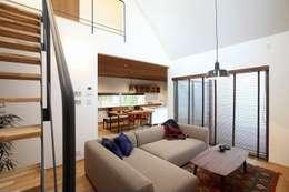 moderne Woonkamer door zuiun建築設計事務所 / 株式会社 ZUIUN