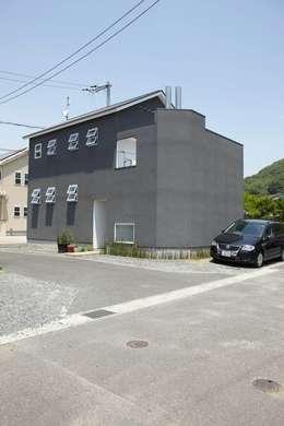 Casas de estilo escandinavo por nido architects 古松原敦志一級建築士事務所