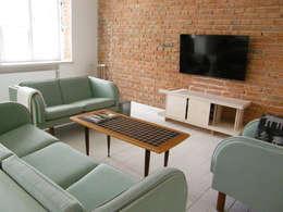 Mieszkanie w kamienicy: styl , w kategorii Salon zaprojektowany przez Mint&Brisk
