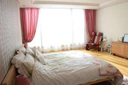 Bed Room Curtain: 모린홈의  침실