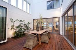 Jardins de inverno modernos por ELK Fertighaus GmbH