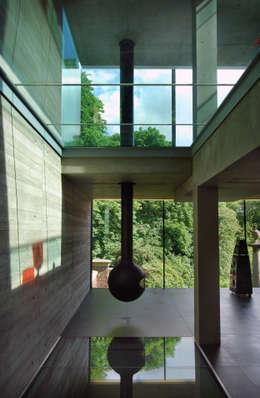 Salas / recibidores de estilo minimalista por Eldridge London