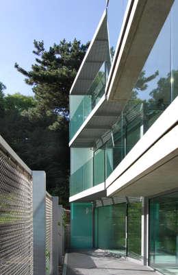 Terrazas de estilo  por Eldridge London