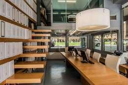 ห้องทำงาน/อ่านหนังสือ by studio di architettura Comes Del Gallo