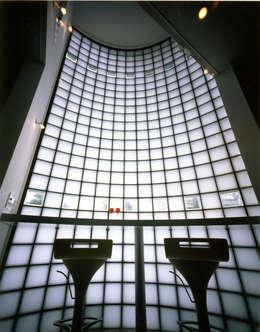 アンダンテの家: 加藤將己/株・将建築設計事務所が手掛けたリビングルームです。
