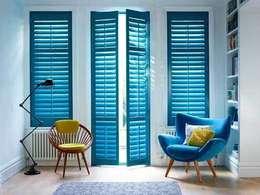 volets intérieurs orme laqué bleu:  de style  par Decoshutters