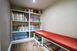 앤드컴퍼니: modern tarz Çocuk Odası