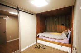 modern Bedroom by 앤드컴퍼니