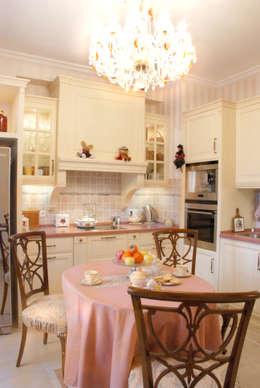Цвета чайной розы: Кухни в . Автор – D&T Architects