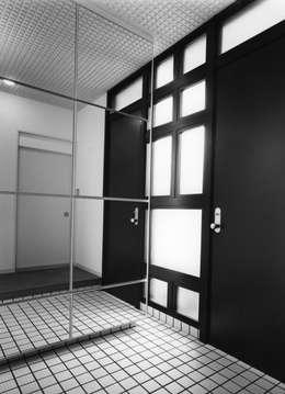 Projekty,  Korytarz, hol i schody zaprojektowane przez 加藤將己/株・将建築設計事務所